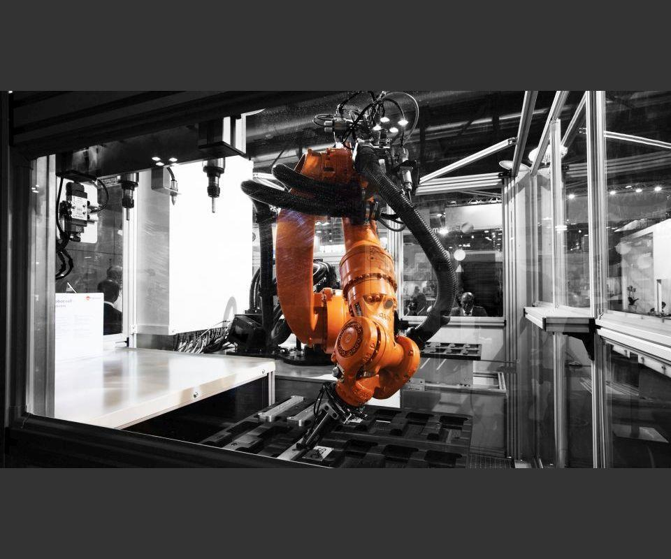 KUKA Becomes a Premium Robot Supplier for Fastems